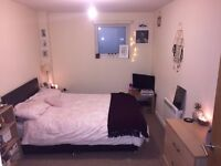 1 Large Double Room to rent in a spacious 2 bedroom apartment, M16