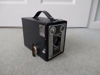 OLD BROWNIE TARGET 6-20 BOX CAMERA WITH CARRYCASE