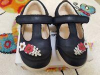 Girls shoes 7f