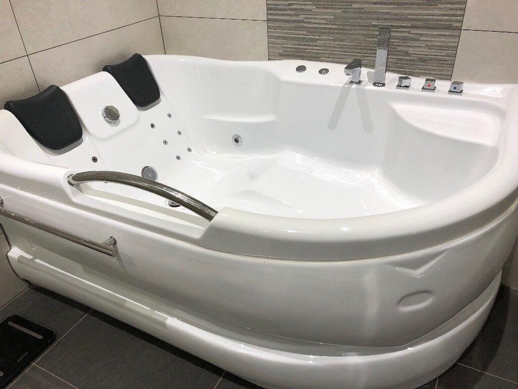 Double corner bathtub jacuzzi whirlpool bath in stanley county durham gumtree - Whirlpool chakuzi ...