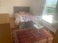 Large Double Room personal toilet near Upton Part Station