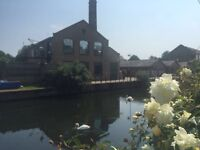 1 BEDROOM IN SPACIOUS 4-BED CANAL-SIDE HOUSE