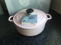 Le CHASSEUR Pink cast iron casserole pot