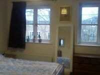 Double room in lovely terraced house. Located near the hospital and university.
