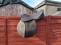 Medium gullet 18in Saddle and stirrups