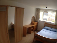 Ensuite Double room All bills included Close to MAN airport. Off road parking, easy access M60 M56