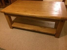 FABULOUS solid oak coffee table BELFAST NEWCASTLE can deliver hall kitchen livingroom immaculate