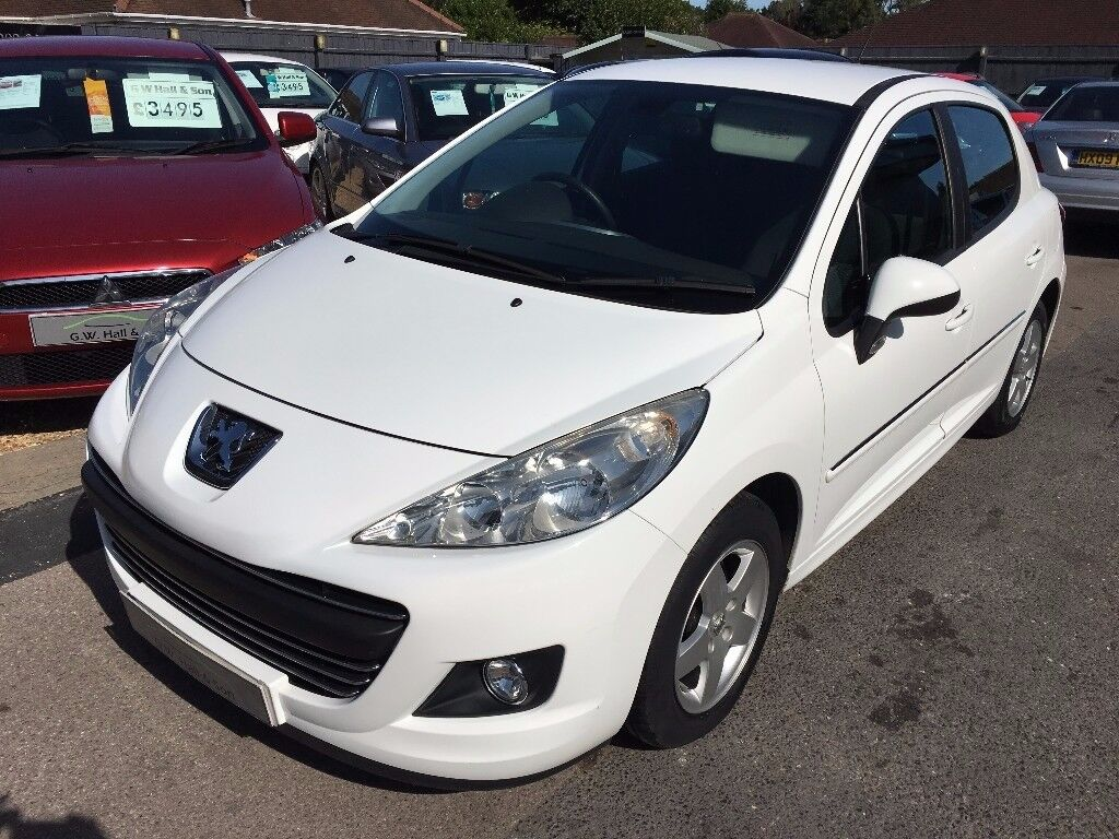2010/10 Peugeot 207 1.4 VTi Sport 5dr HATCHBACK , STUNNING IN WHITE + GREAT SPEC