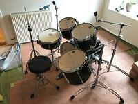 Tama Superstar 5 piece drum kit (black) inc. hardware + Mapex cases, Pearl stool and cymbal stand