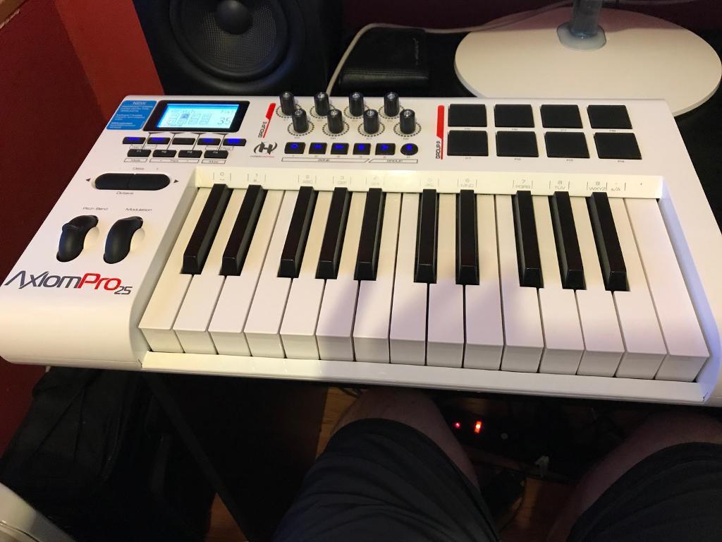 M-Audio Axiom Pro 25 synth