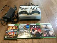 Xbox 360 - 2 controllers, 4 games