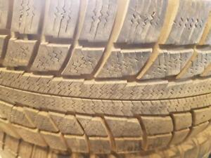 4 pneus d'hiver 225/60R16 Triangle Snowlion. 35% d'usure, mesure 8/32.