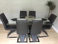 Dining Room Table and 6 Chairs Set