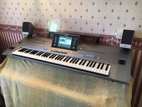 Yamaha Tyros 5 76 Note Keyboard + Speakers and extras
