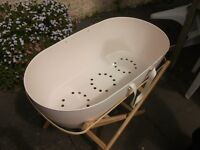 Snuggles Moses Basket With Stand 20.00 ONO
