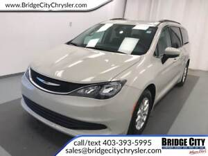 2017 Chrysler Pacifica Touring- Power Doors, SafetyTec, 8 Seats!