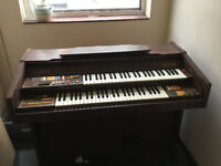 Goodwin CD 200 electric organ free for collection Old but in working order.
