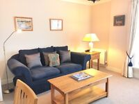 Modern 2 Bedroom Flat in central Edinburgh Old Town location, with secure parking.
