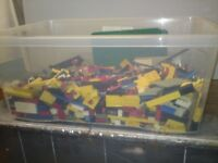 Large tub of vintage Lego
