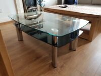 For sale glass coffee table in Good condition.