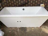 SOHO BATH TUB IN VERY GOOD CONDITION FOR SALE