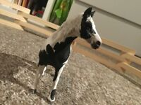 3 SCHLEICH HORSES, 1 DALMATION AND STABLES
