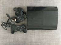 Sony PS3 Super Slim 12GB + 2 controllers + 2 games