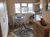 *BEAUTIFUL STUDIO FLAT AVAILABLE NOW FOR £220 PW WITH ALL BILLS INCLUDED!*
