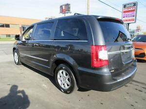 2011 Chrysler Town and Country Cambridge Kitchener Area image 7