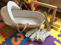 Moses basket, rocking stand and 5 sheets