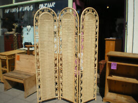 VINTAGE STYLE ROOM SCREEN/DIVIDER