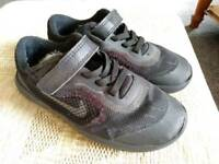 Nike Revolution 3 trainers size 9.5 in black