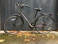 Lady's bicycle for sale: Giant model - AS NEW!! Great Christmas gift!