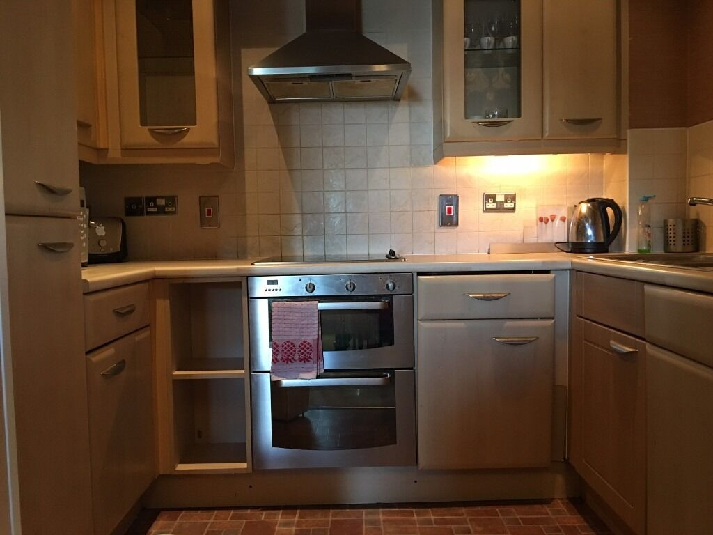 Spacious two bedroom apartment. Modern kitchen & bathroom. Moments from Finchley Central!