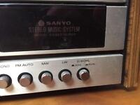Sanyo G2422KL Music centre Turntable and Speakers