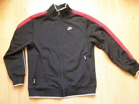 NIKE SPORTSWEAR (6 ITEMS) - BOYS SIZE LARGE - EXCELLENT CONDITION
