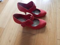 RED CARVELA LADIES SHOES IN RED SIZE 5