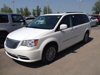 2014 Chrysler Town & Country Touring-L   Leather   Blu-Ray  Nav