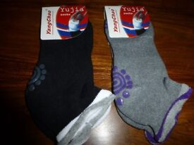 2 pairs brand new ladies non slip yoga socks size 2.5 to 5
