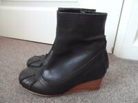 Ladies Black Leather Boots Size 7 (40)
