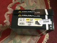 DELTAPLUS Black Safety Boots Size 7 - BRAND NEW in Original Box