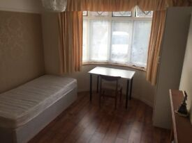 Large room in a quiet Warwick area for rent (£105pw) (bills incl.)