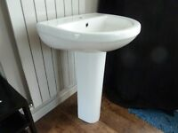 55cm White Ceramic Sink/Basin and Pedestal One tap Hole - Brand New, Boxed