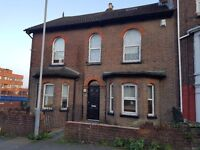 LARGE SINGLE ROOM ...Myletz are proud to offer this Single Double Bedroom in Rothesay Road, Luton