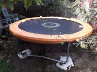 SKYRING TRAMPOLINE 8ft (2.44m) - hardly used - with safety enclosure