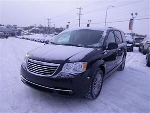 2014 Chrysler Town & Country Touring   Leather   Rem. Start   Ba