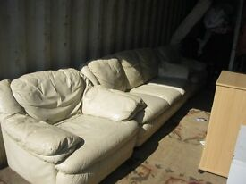 MODERN 3 PIECE LEATHER SUITE. 1 X 3 SEATER SOFA, 2 X MATCHING ARMCHAIRS. LIGHT CREAM. DELIVERY POSS