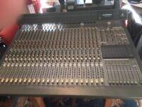 Behringer Eurodesk MX8000.