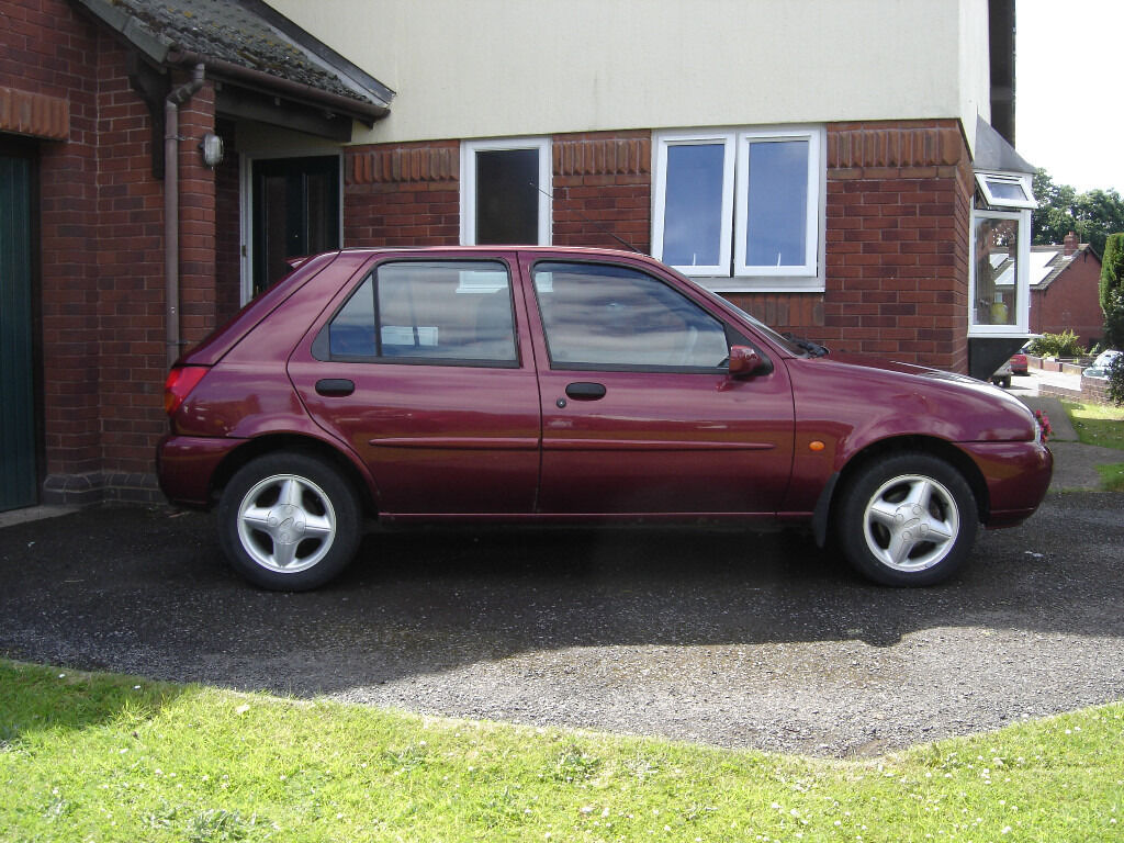 ford fiesta zetec 1 2 mk4 1999 spares or repairs in crediton devon gumtree. Black Bedroom Furniture Sets. Home Design Ideas