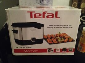 Tefal TEF-FF220040 Minifryer - Black Non Stick 1000W Mini Deep Fryer New